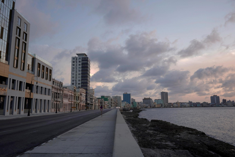 Đường bờ biển Malecon tại thủ đô La Habana (Cuba) vắng lặng trong giờ giới nghiêm để chống Covid-19. Ảnh minh họa chụp ngày 01/09/2020.