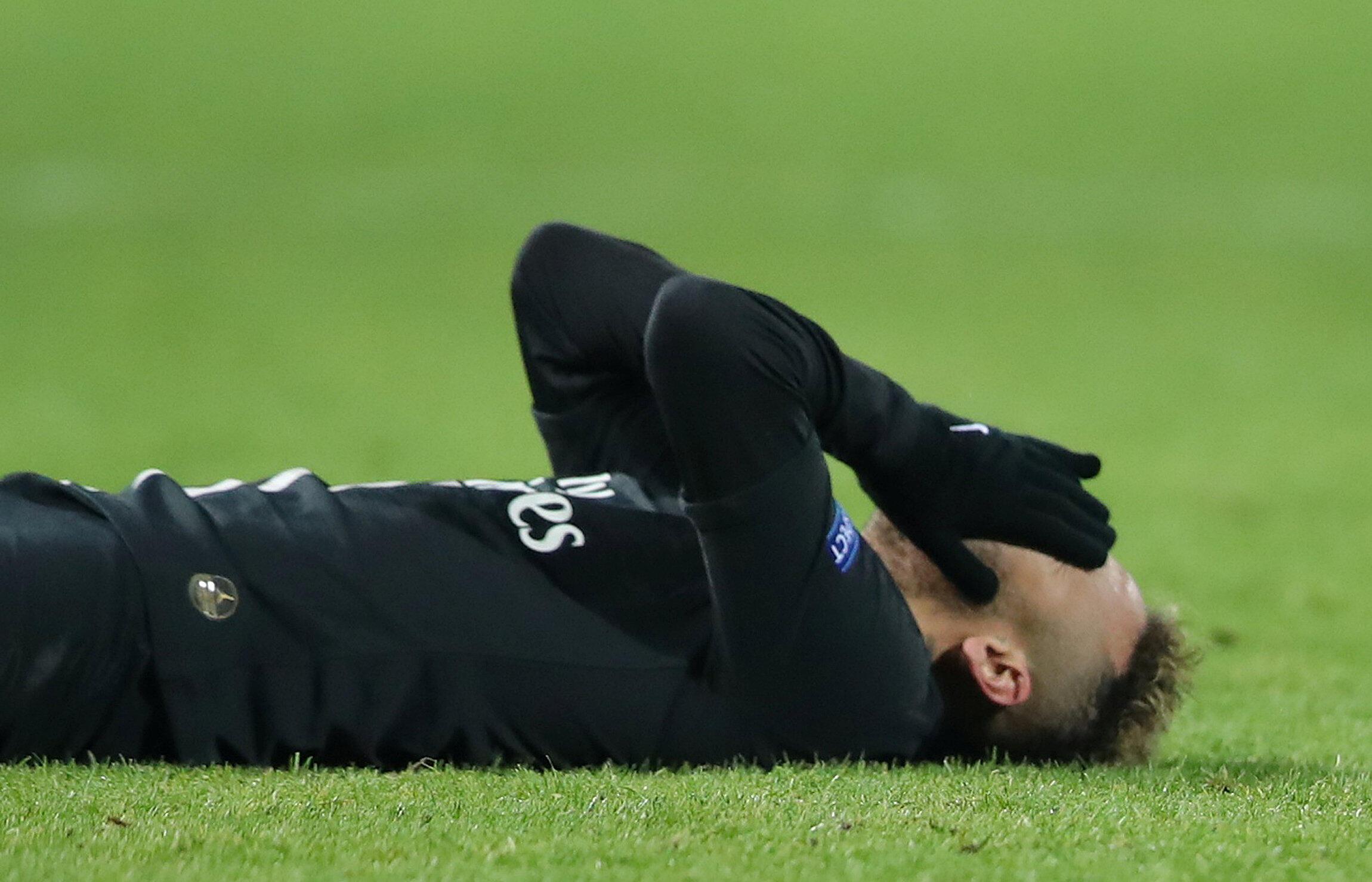 O Paris Saint-Germain, com Neymar (na foto), foi eliminado pelo Guingamp por 1-2 nos quartos-de-final da Taçda da Liga francesa.