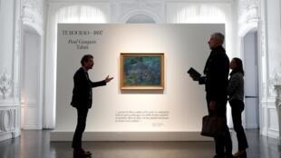 Картина «Толстое дерево» в аукционном доме в Париже