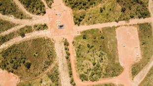 Vue aérienne de champs pétrolifères au Tchad.