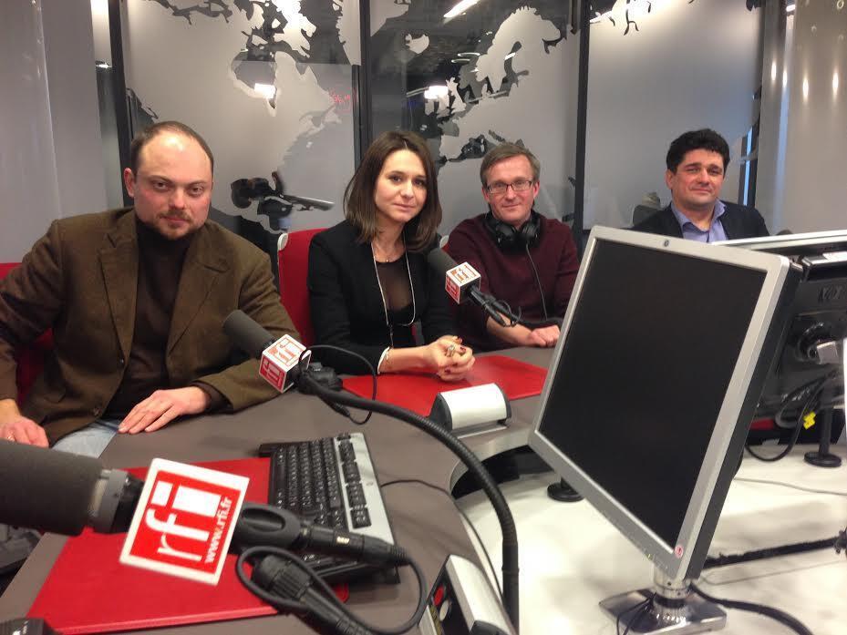 В студии RFI (слева направо) Владимир Кара-Мурза, Елена Серветтаз, Дмитрий Гусев и Вадим Прохоров