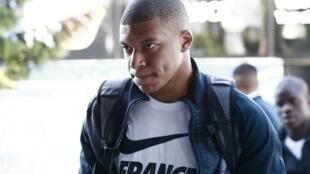 O atacante francês, Kilian Mbappe de 19 anos diz que doará dinheiro da Copa para instituições de caridade.