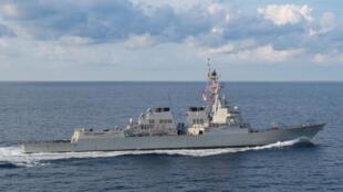 Khu trục hạm tên lửa dẫn đường USS Preble (DDG 88) của Mỹ đi qua Ấn Độ Dương ngày 29/03/2018.