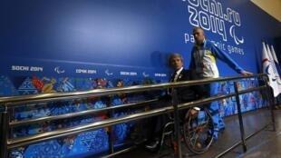 Valeriy Sushkevich, chefe da delegação ucraniana, na saída de sua entrevista coletiva nesta sexta-feira, em Sochi.