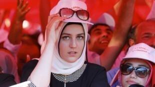 Митинг в поддержку президента Реджепа Тайипа Эрдогана после неудавшейся попытки государственного переворота. Стамбул, 16 июля 2016