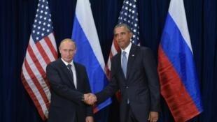 Marais wa Urusi Vladimir Putin na Marekani, Barack Obama, Septemba 28, 2015 katika makao makuu ya Umoja wa Mataifa mjini New York.
