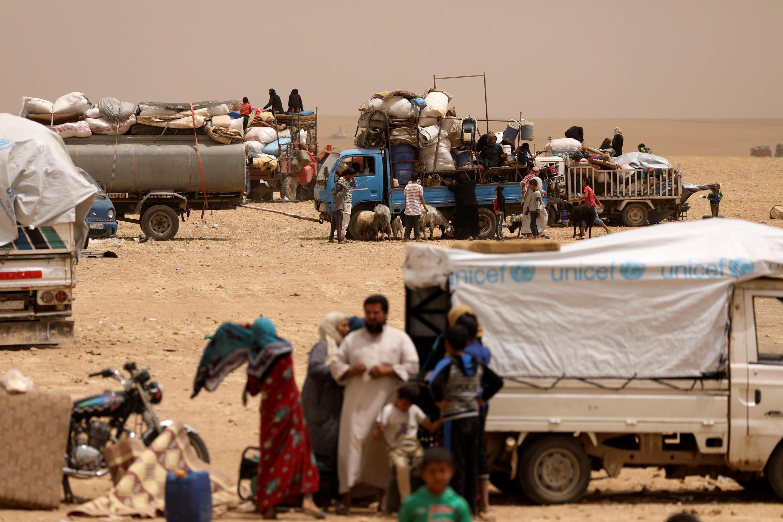 Des déplacés syriens ayant fui la ville de Raqqa. Près d'Aïn Issa, en mai 2017.
