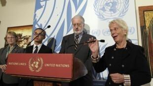 A juíza Carla Del Ponte ao lado do brasileiro Paulo Sérgio Pinheiro nesta quinta-feira, em Genebra