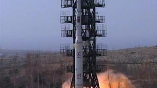 """Первый - неудачный - запуск ракеты-носителя """"Ынха-3"""" 13 апреля 2012."""