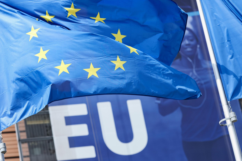 Совет Евросоюза напоминает, что нынешнее решение о секторальных санкциях принято в соответствии с выводами саммита ЕС, который в экстренном порядке 24-25 мая обсуждал действия режима Лукашенко после принудительной посадки в Минске самолета Ryanair.