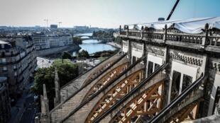 Área da catedral Notre-Dame pode estar contaminada por chumbo