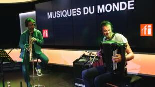 Vincent Peirani et Émile Parisien à RFI.
