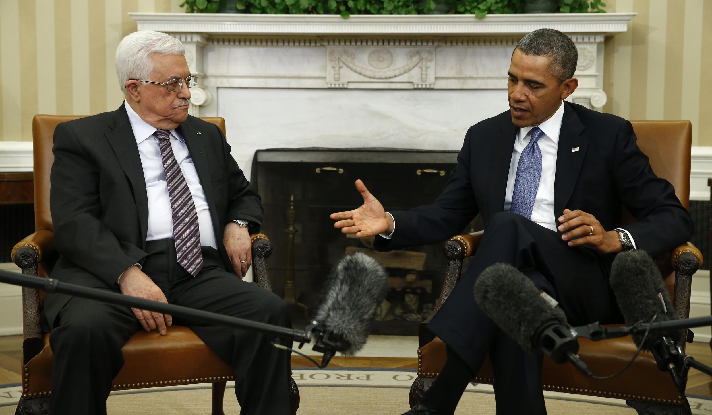 O líder palestino, Mahmoud Abbas (e), se reuniu com o presidente norte-americano, Barack Obama, na Casa Branca.