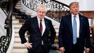 英相约翰逊(左)与每股总统特朗普 (右)2019年8月25日比亚利兹