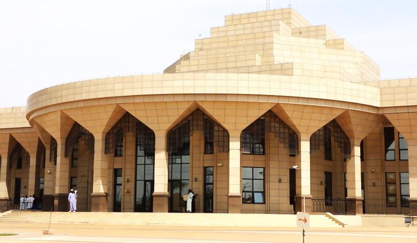 Entrée principale de l'Assemblée nationale tchadienne, quartier Ardebe à Ndjamena, le 16 novembre 2018.