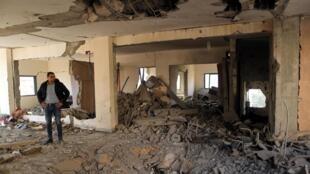 Destrucción en un edificio de Gaza por los bombardeos israelíes, 5 de mayo de 2019.