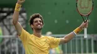 Thomaz Bellucci, tenista número 1 do Brasil, comemora a vitória suada contra o belga David Goffin, nesta quinta-feira, 11 de agosto de 2016.