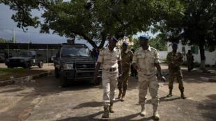 Umoja wa Afrika, kama ECOWAS, wamepinga mwanajeshi kuongozi Mali katika kipindi cha mpito.