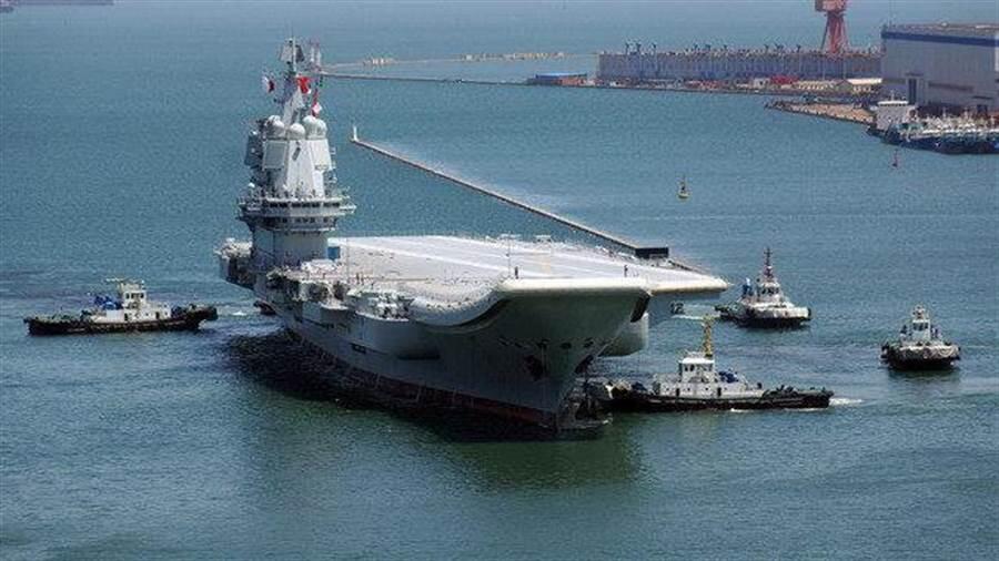 中國自製航母「002」首度編隊通過台海
