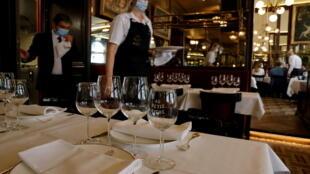 France - Paris - Restaurant 2021-06-09T113820Z_1414075093_RC2ZWN923Q5J_RTRMADP_3_HEALTH-CORONAVIRUS-FRANCE