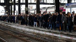 Gare Saint-Lazare lors d'une grève nationale des cheminots français à Paris, France, 22 mars 2018.