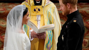 """Meghan diz """"sim"""" para Harry em cerimônia na capela São Jorge, em Windsor"""