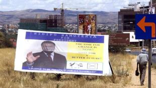 Hidipo Hamutenya, candidat dissident, est le principal rival du candidat au pouvoir Hifikepunye Pohamba.