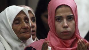 Mulheres egícias adeptas da tradição salafista, corrente ultraconservadora do islamismo.