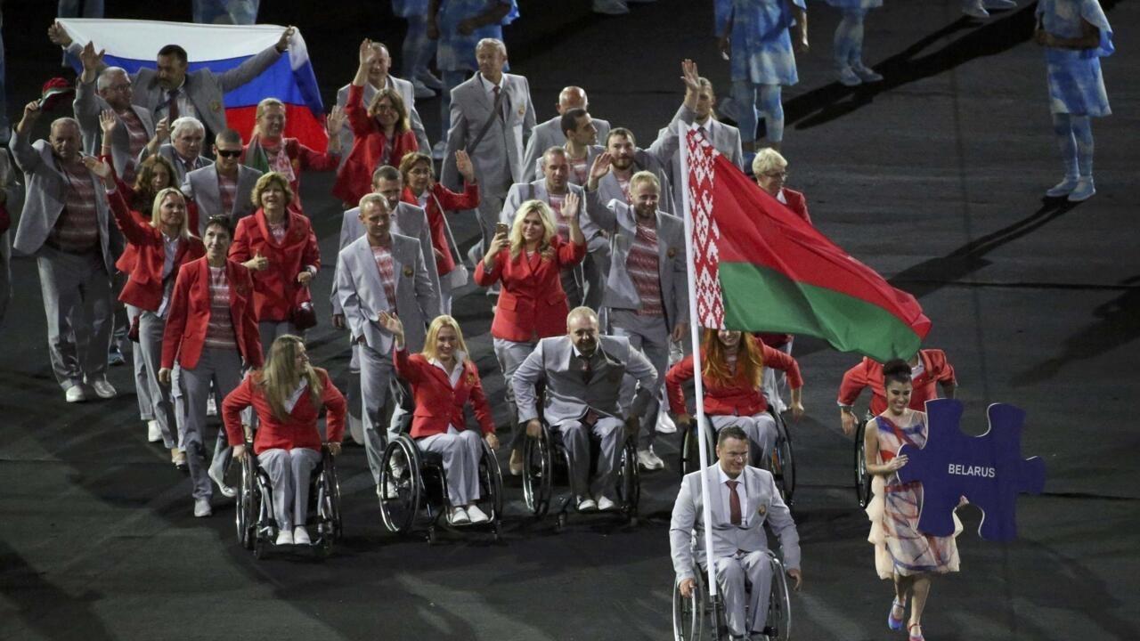 белорусы с флагом россии на паралимпиаде фото сама