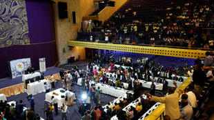Les parlementaires zimbabwéens, au moment de l'annonce de la démission de Robert Mugabe, le 21 novembre 2017 à Harare.
