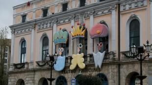 Fachada do Teatro municipal da cidade de Burgos na Espanha decorado com os Reis Magos