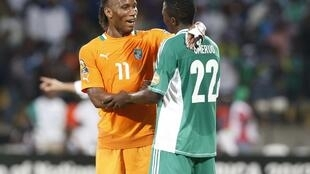 Côte d'Ivoire's Didier Drogba speaks to Nigeria's Kenneth Omeruo after their quarter final match in Rustenburg, 3 February, 2013
