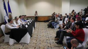 Des membres de l'OEA lors d'une conférence de presse à Tegucigalpa, capitale du Honduras, le 17 décembre 2017.