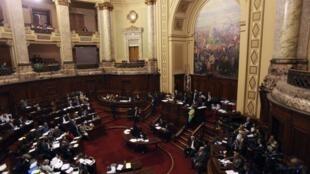Le Parlement uruguayen a voté jeudi 27 octobre 2011 un projet de loi rendant imprescriptibles les crimes commis pendant la dictature  (1973-1985).