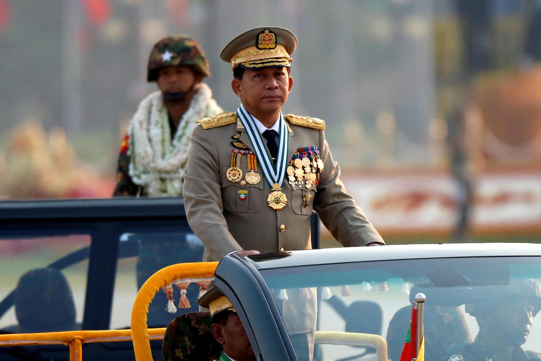 Tư lệnh liên quân Miến Điện Min Aung Hlaing tại một buổi lễ diễu binh kỉ niệm 72 năm thành lập quân đội, Naypyitaw, Miến Điện, ngày 27/03/2017.