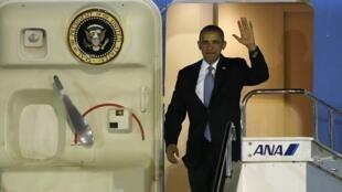 ورود باراک اوباما- رئیس جمهوری آمریکا، به فرودگاه بین المللی ژاپن. ٢٣ آوریل ٢٠١٤