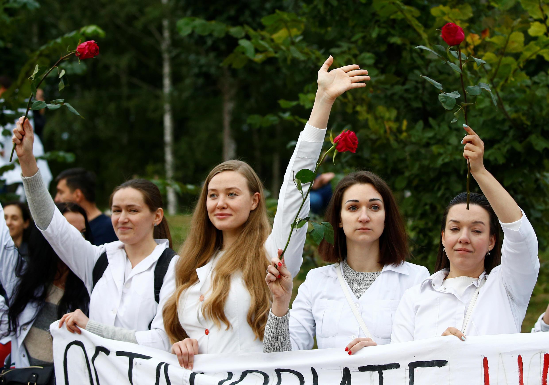 Белорусские медики на акции солидарности в Минске, 12 августа 2020.