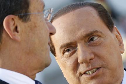O premiê italiano, Silvio Berlusconi (à direita), tenta limitar a crise política aberta pelo ex-aliado Gianfranco Fini (à esquerda).