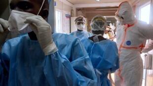 Des membres de l'International Medical Corps à Juba, au Soudan du Sud, le 24 avril 2020. Le pays vient d'enregistrer son premier décès dû au coronavirus.