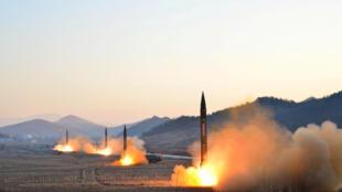 Uma fotografia da agência de imprensa norte-coreana, KCNA, no 7 de Março de 2017.