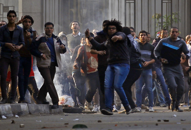Người biểu tình chống chế độ của Huynh đẹ Hồi giáo trên đường phố Cairo ngày 25/1/2014.