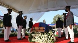 Soldiers of the Armed Forces of Haiti guard the casket of slain President Jovenel Moïse at his funeral