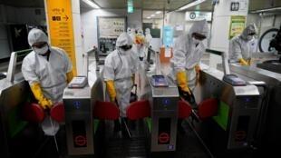 بر اساس گزارش سازمان بهداشت جهانی، ویروس کرونا تاکنون به ۴۹ کشور در جهان سرایت کرده است.