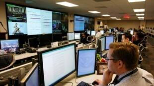 Các chuyên gia phân tích Mỹ tại trung tâm An ninh mạng  (NCCIC)  đặt tại  Arlington, Virginia. Ảnh chụp  ngày 24/9/2010