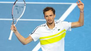 Daniil Medvedev gesticula durante la final del Abierto de Australia que perdió contra Novak Djokovic, el 21 de febrero de 2021 en Melbourne