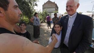 Фото: Цыгане и местные жители во Франции