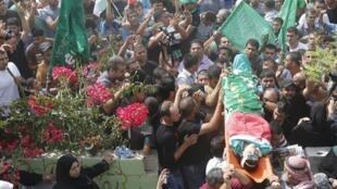 Les funérailles de Houzeifa Othmane Souleimane, le jeune Palestinien tué dans des heurts à Tulkarem ont eu lieu le 5 octobre 2015.
