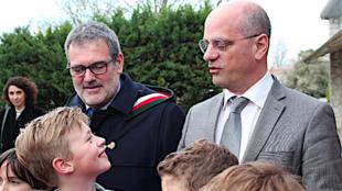 ژان-میشل بلانکه وزیر آموزش و پرورش فرانسه در یکی از مدارس این کشور