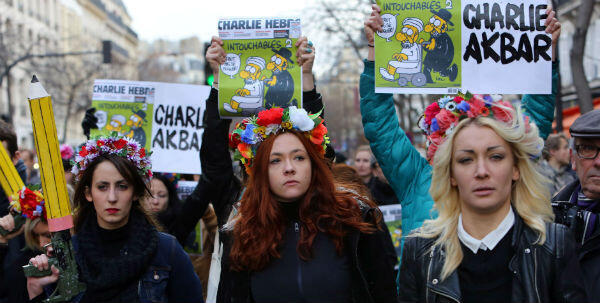 активистки Femen на Республиканском марше в Париже