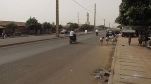 Une rue à Djougou.